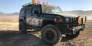 Hummer H3 with Vision Off Road GV8 Invader