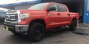 Toyota Tundra with XD Series by KMC XD811 RS2