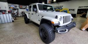 Jeep Gladiator with Vision Off Road 412 Rocker