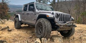 Jeep Gladiator with Vision Off Road 354 Manx 2