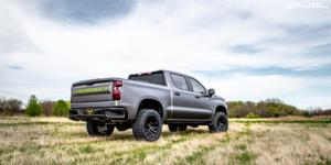 Chevrolet Silverado with Fuel 1-Piece Wheels Blitz - D675