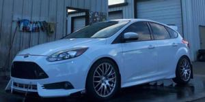 Ford Focus with Verde Wheels V27 Saga