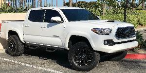 Toyota Tacoma with Fuel 1-Piece Wheels Assault - D576