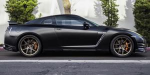 Nissan GT-R with Verde Wheels V99 Axis